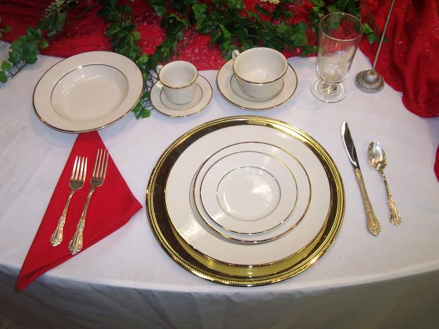 Where to find PLATE, 10  DINNER  IVORY GOLD in Kingsport