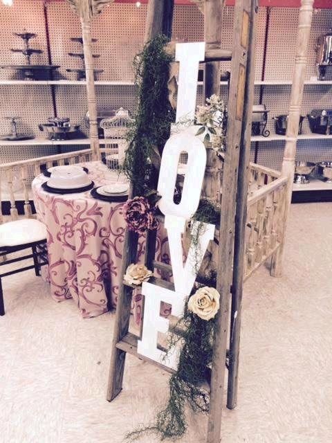 Where to find RUSTIC LADDER  FOR WEDDINGS in Kingsport
