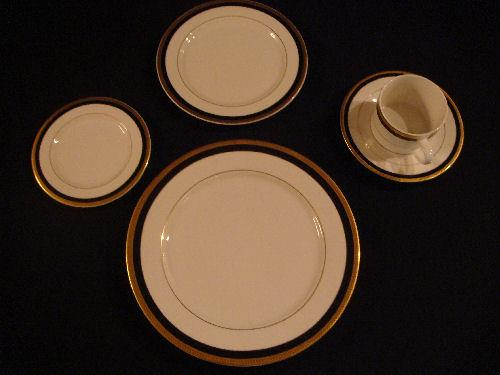 Where to find PLATE, DINNER  GOLD W BLACK  TRIM in Kingsport